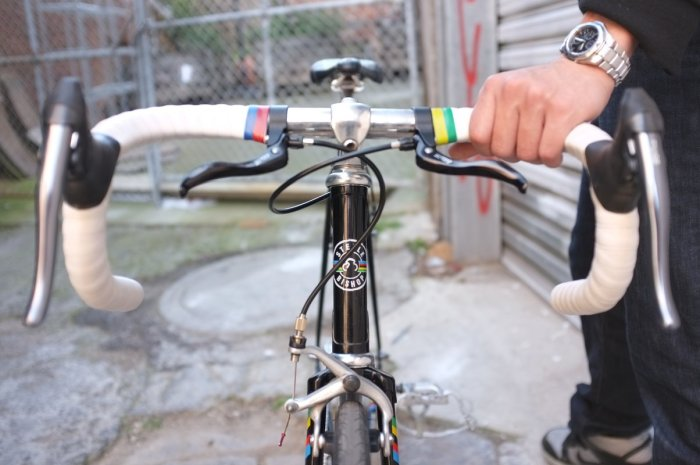 World Champion stripes and interrupter brake levers. No messin' about