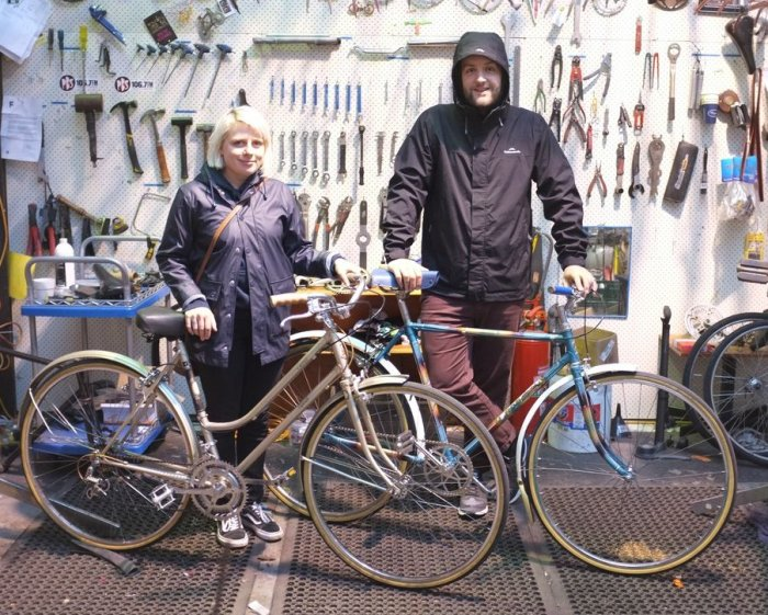 It might have been a rainy day but this couple have the right bikes for it. A Raleigh Cameo ten speed and a classic Rob Special Single speed. They don't make 'em like they used to!