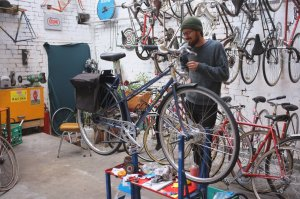 A sweet commuter build receiving it's finishing touches.... mixte design